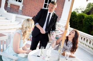 Staffordshire-Magician-Owen-Strickland-at-Swinfen-Hall